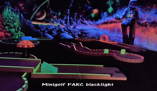 Installation du mini-golf en intérieur blacklight