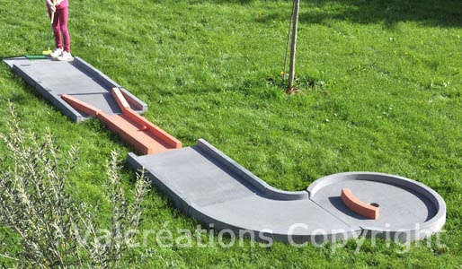 mini golf gris obstacles rouges